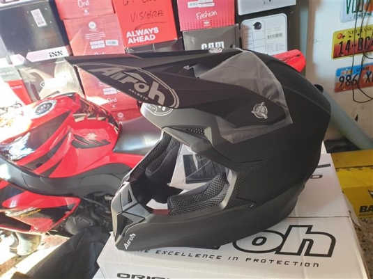 casco cross airoh wraap color black matt